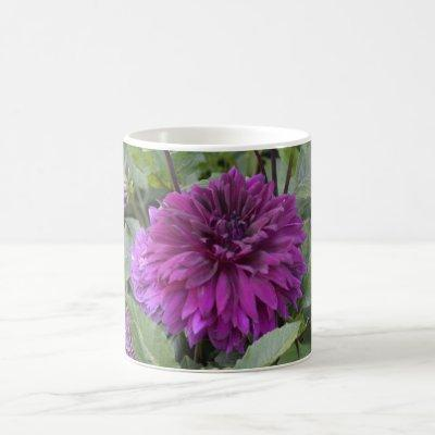 Mug with purple dahlia